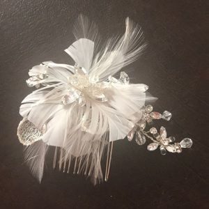 Accessories - Beautiful Feathered comb clip